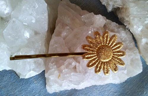 Saténová květinka do vlásků - zlatá