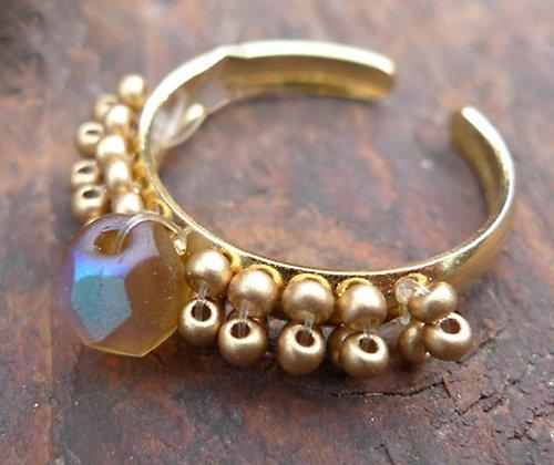 Prstýnek zlatý - zlaté korálky