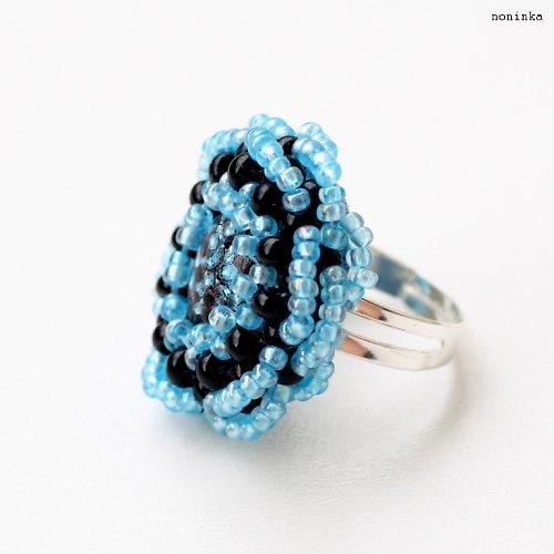 černo-modrý