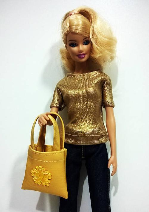 Okrová koženková kabelka pre Barbie