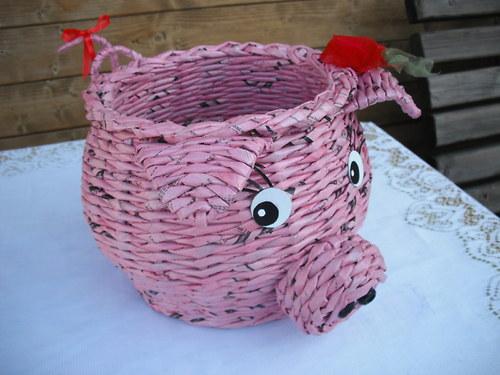 Košíček prasátko pletený z papíru