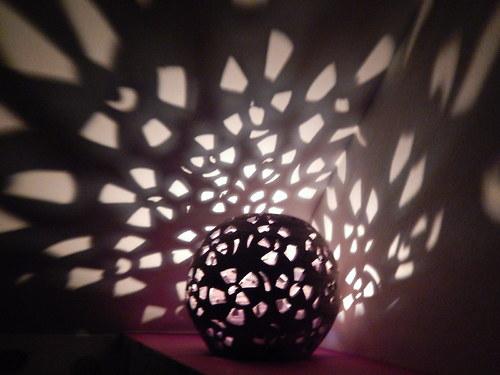 Koule zahradní svítící,výřez šneci, 25 cm