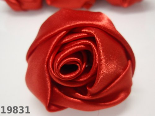 19831-B10 MAXI saténová růže 50mm! červená