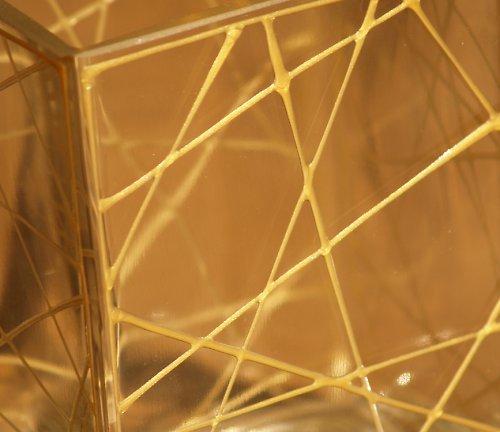 Zlatě čárkovaná nízká