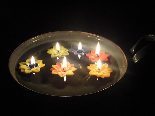 Plovoucí svíčky ve tvaru květu-sada 5 ks