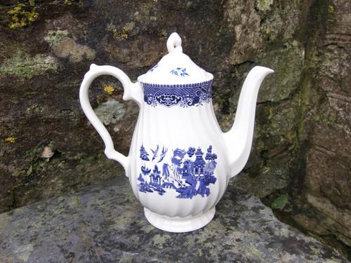 porcelánová čajová konvička /v20/