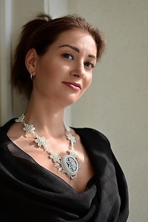 Sněhová královna - šitý náhrdelník, angelit