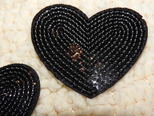 Nažehlovačka srdce s flitry černá