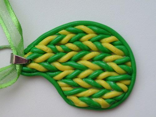 Zelenožlutá pletená kapka
