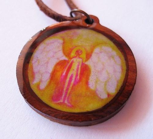 Anjelik -prívesok v živici