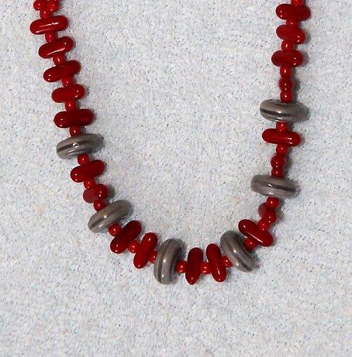Náhrdelník červeno-šedý