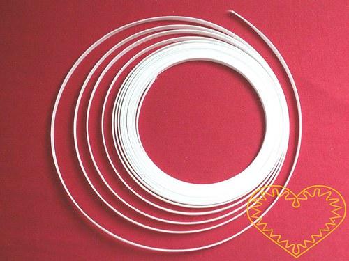 Bílá prošívací kostice šíře 8 mm