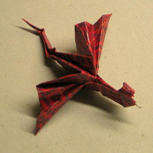 Červenoocasý drak - dračí origami přívěsek