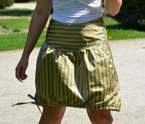 Satenova sukne v prouzku velikost 38 SLEVA