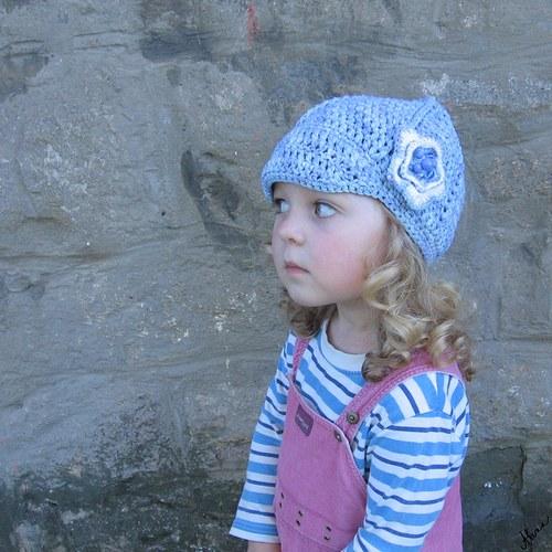 Modrý dívčí baret