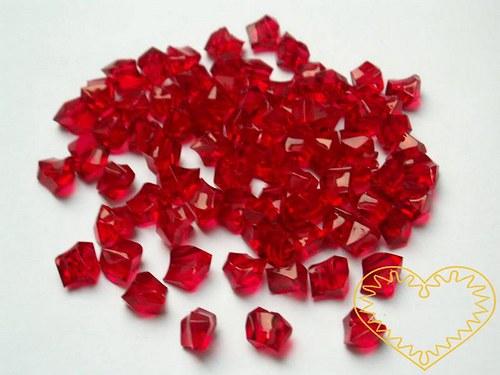 Červené plastové kamínky- korálky s průvlekem 45 g