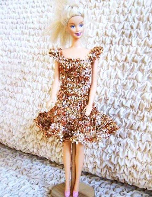 Kolové šaty ve zlatém (B)