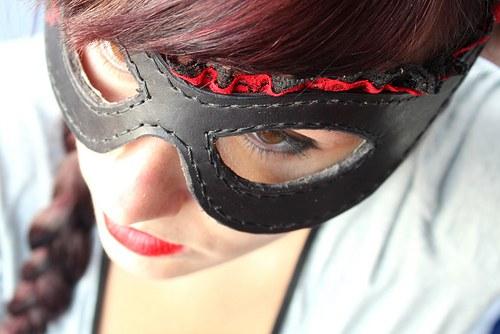 Kožená maska Bitch