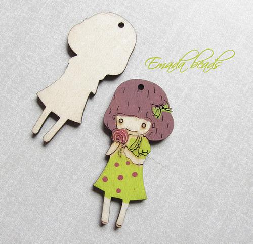 Dřevěný přívěšek, zelená holčička