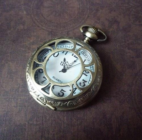 Vintage hodinky s kytičkovým krytem
