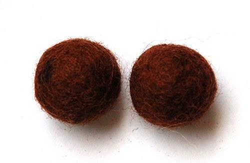 2 ks - plstěné kuličky hnědé 20mm