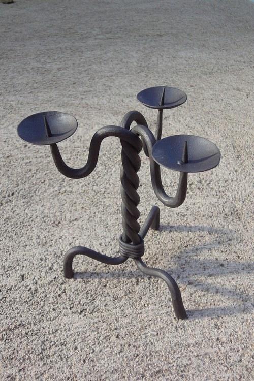 kovaný svícen na 3 svíčky