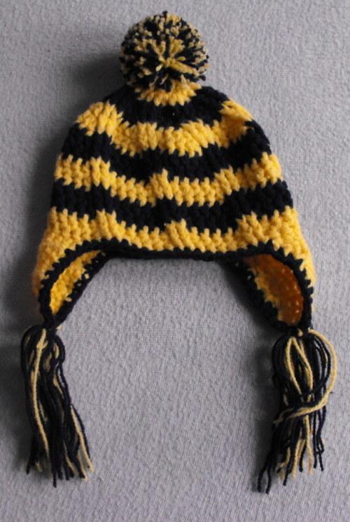 Háčkovaná čepice ušanka kulich