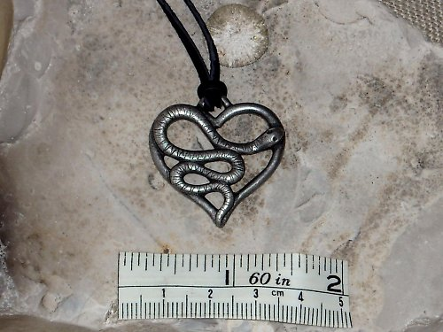 Přívěsek-Srdce s hadem
