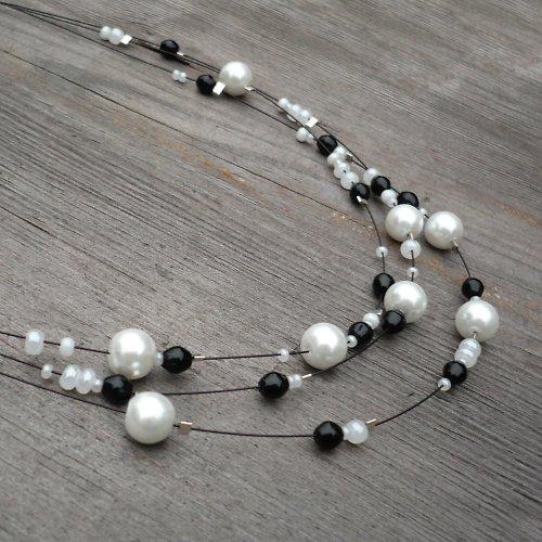 Černobílý třířadý náhrdelník