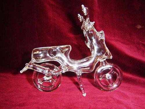 skleněná motorka-skutr