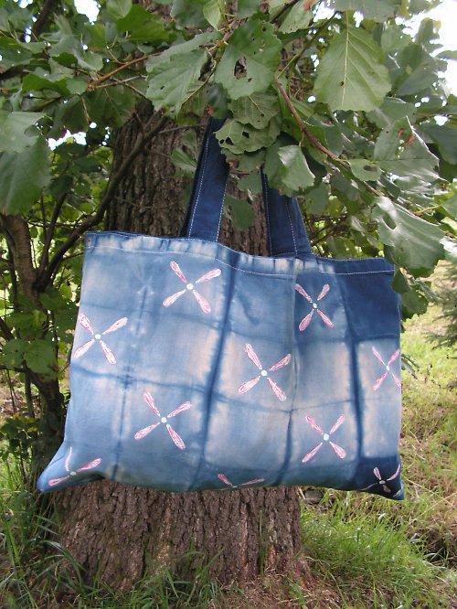 Modrá batikovaná taška