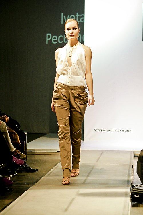 saténové kalhoty