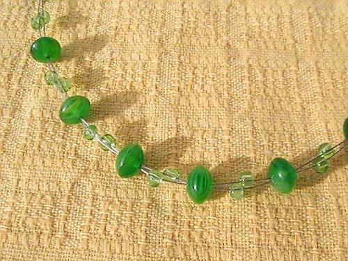 SLEVA-Náhrdelník ze zelených korálků
