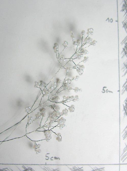 Doplněk do kytice korálkový bílý