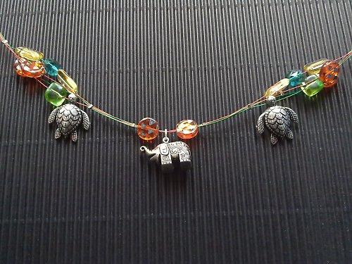 šťastný slon s kamarádkami želvami