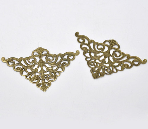 Filigrán triangl/ bronz/ 7.5x4.8cm/ 1ks
