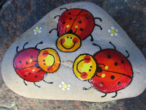 malovaný kámen berušky
