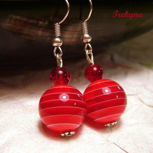 Červené a pruhované
