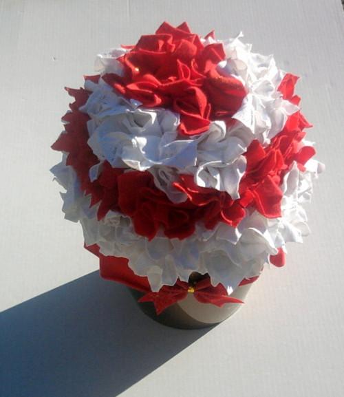 květinová dekorace červenobílá