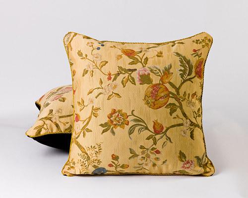 Dekorační polštář, zlatá šňůra, 47 x 47 cm