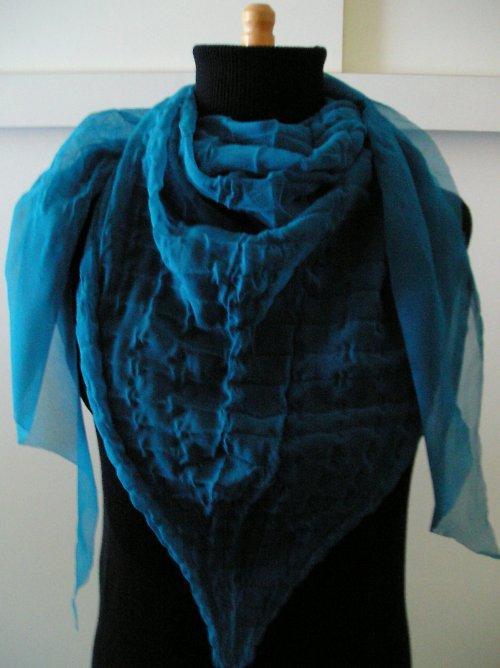 Tmavě tyrkysový šátek