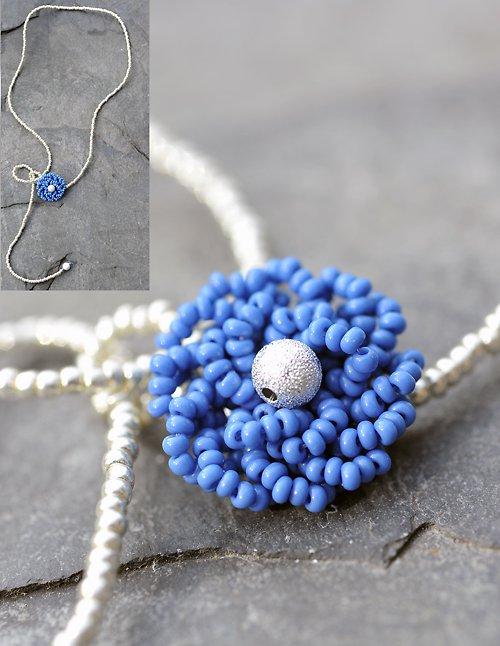 Náhrdelník s modrou kytkou N0053B