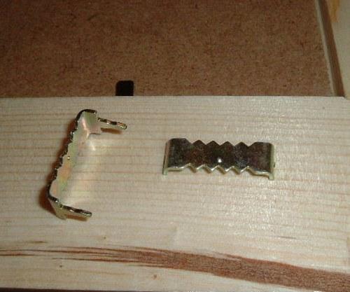 Úchyt na dřevěný rámeček nebo MDF desku