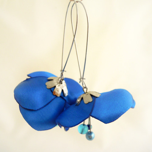 Náušnice: Elektricky modré květy