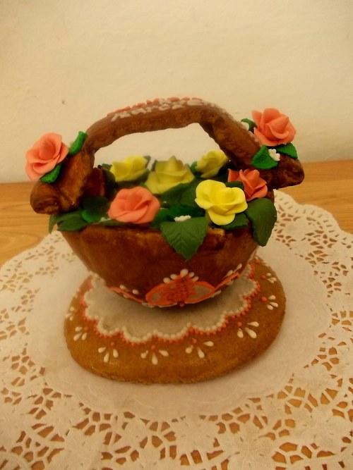 košíček s růžemi