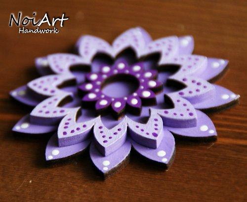 Brošnička fialový kvet