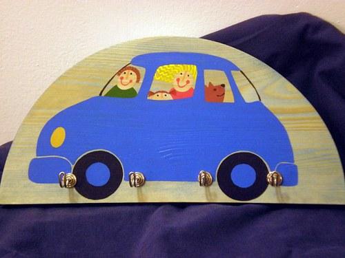 Věšák - auto modré