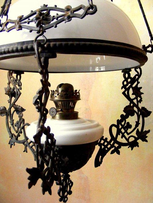 Secesní petrolejová stahovací lampa