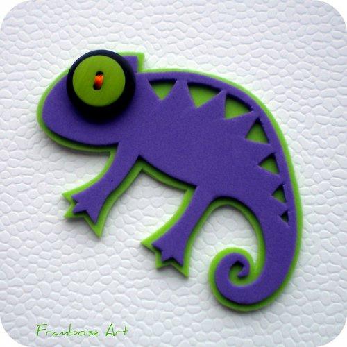 Chamík fialovo zeleně zbarvený