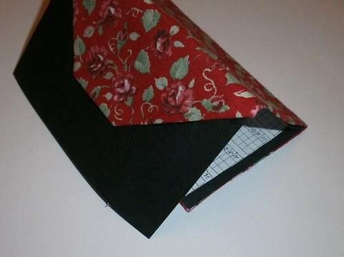 Menstruační kalendář- černý s růžičkami
